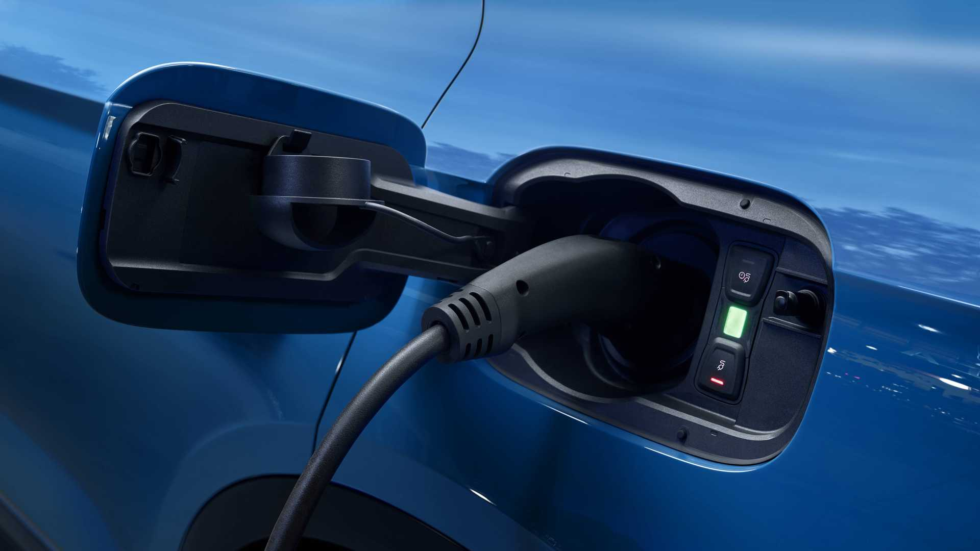 2020 Audi Q5 55 TFSI e quattro Plug-in Hybrid (Color: Turbo Blue) Charging Wallpapers (5)