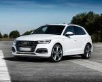 2020 Audi Q5 TFSI e Plug-In Hybrid (Color: Glacier White) Front Three-Quarter Wallpapers 150x120 (26)