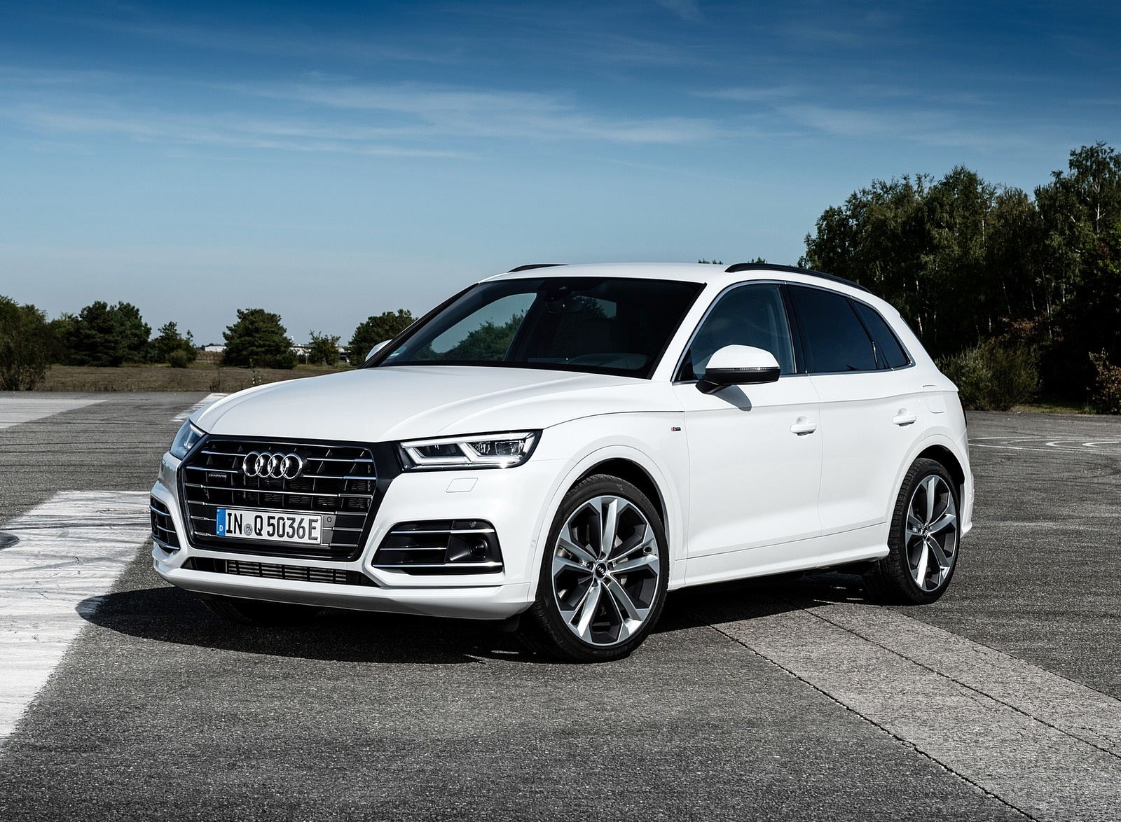 2020 Audi Q5 Tfsi E Plug In Hybrid Color Glacier White Front Three Quarter Wallpapers 22 Newcarcars