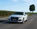 2020 Audi Q5 TFSI e Plug-In Hybrid (Color: Glacier White) Front Three-Quarter Wallpapers 150x120 (10)