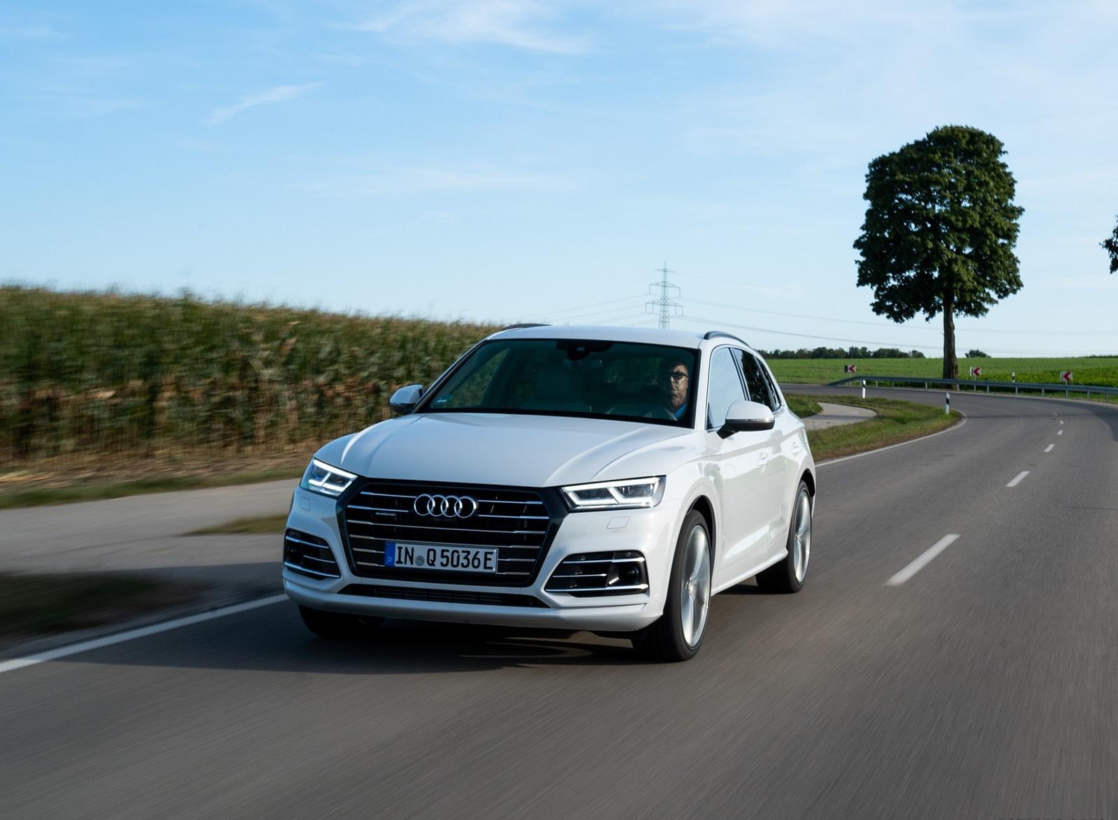 2020 Audi Q5 TFSI e Plug-In Hybrid (Color: Glacier White) Front Three-Quarter Wallpapers (10)