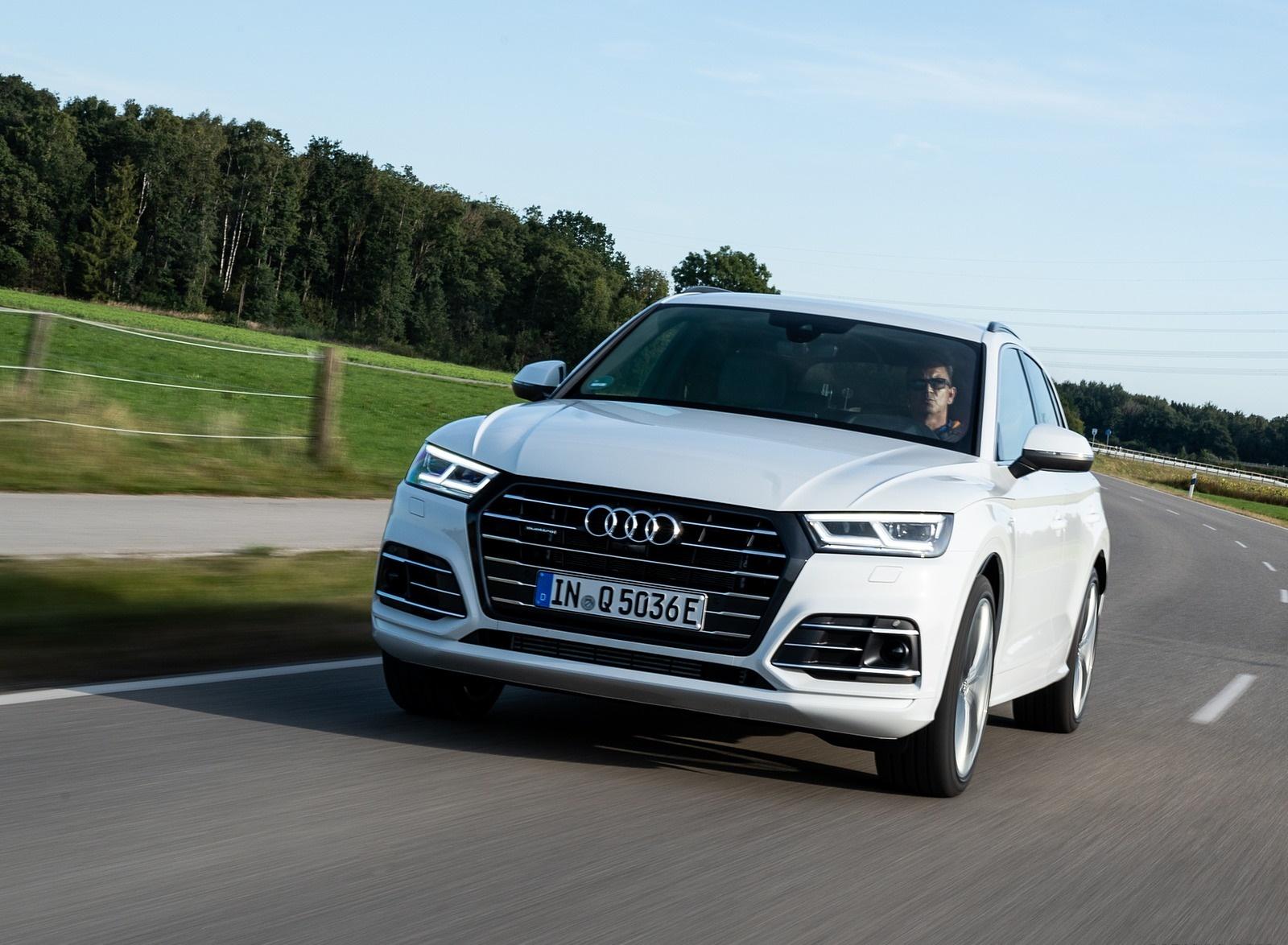 2020 Audi Q5 TFSI e Plug-In Hybrid (Color: Glacier White) Front Three-Quarter Wallpapers (1)