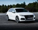 2020 Audi Q5 TFSI e Plug-In Hybrid (Color: Glacier White) Front Three-Quarter Wallpapers 150x120 (23)