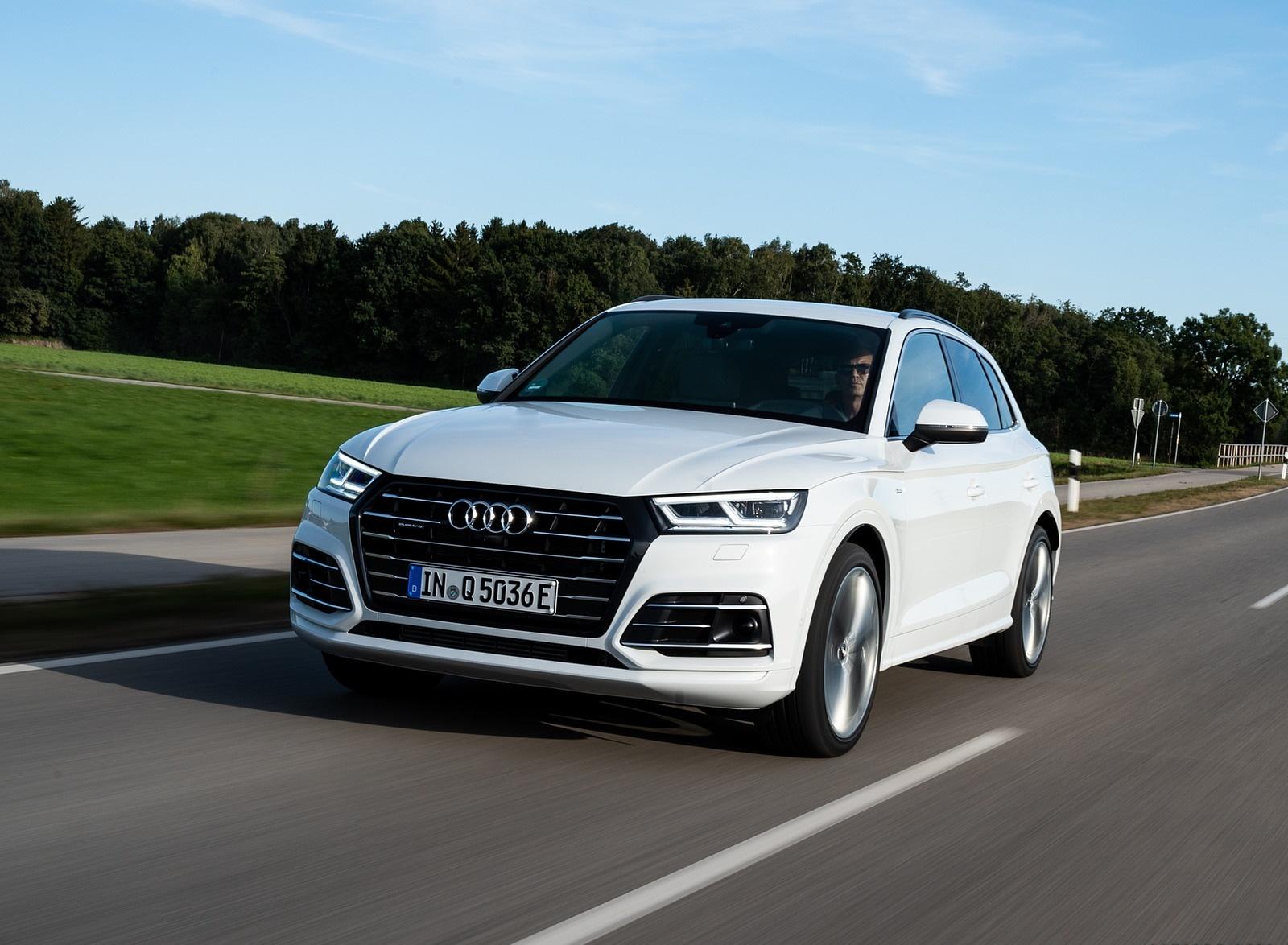 2020 Audi Q5 TFSI e Plug-In Hybrid (Color: Glacier White) Front Three-Quarter Wallpapers (2)
