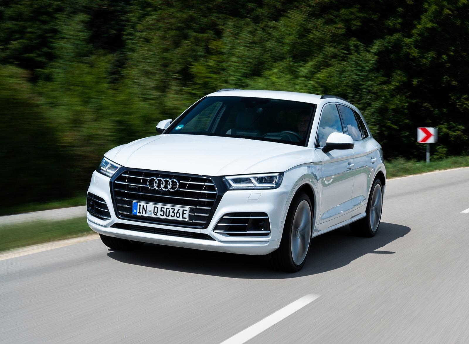 2020 Audi Q5 TFSI e Plug-In Hybrid (Color: Glacier White) Front Three-Quarter Wallpapers (3)