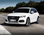 2020 Audi Q5 TFSI e Plug-In Hybrid (Color: Glacier White) Front Three-Quarter Wallpapers 150x120 (25)