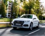 2020 Audi Q5 TFSI e Plug-In Hybrid (Color: Glacier White) Front Three-Quarter Wallpapers 150x120 (4)