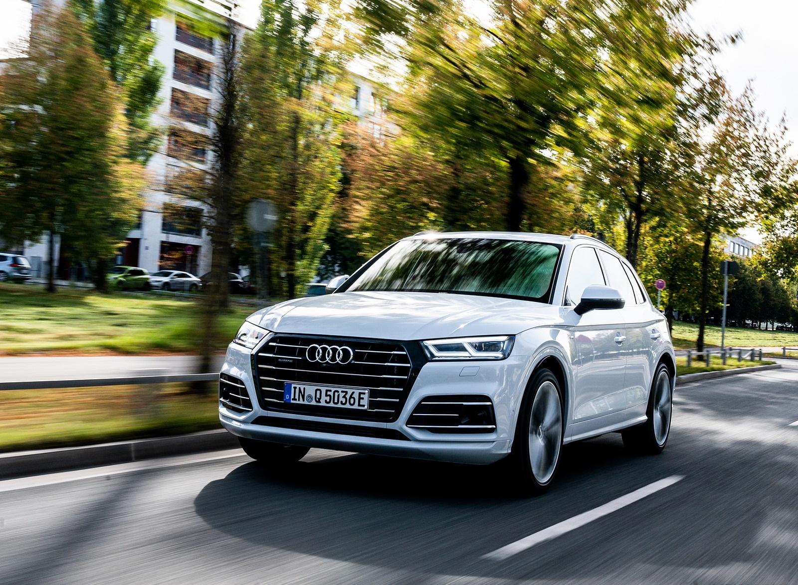2020 Audi Q5 TFSI e Plug-In Hybrid (Color: Glacier White) Front Three-Quarter Wallpapers (4)