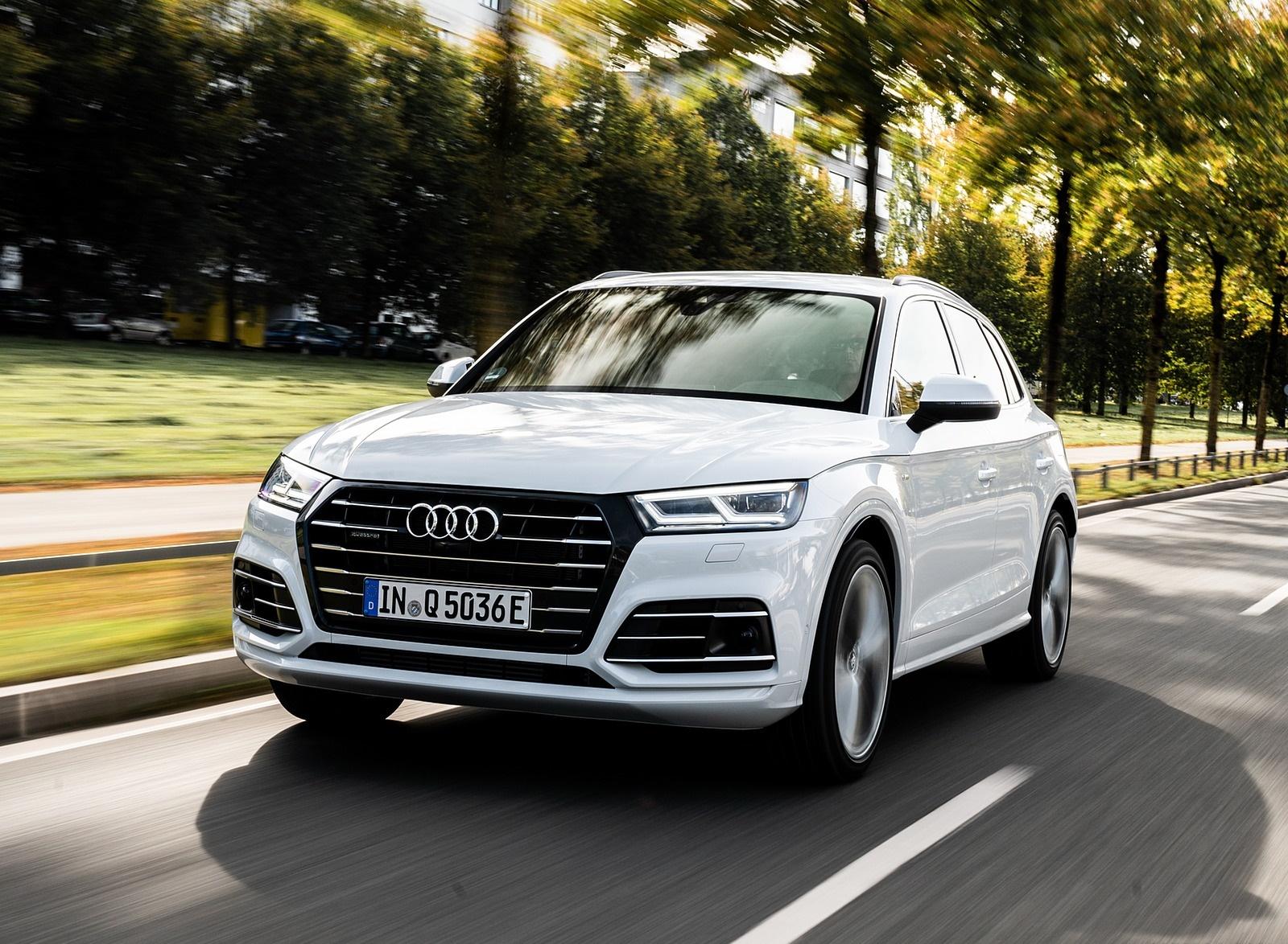 2020 Audi Q5 TFSI e Plug-In Hybrid (Color: Glacier White) Front Three-Quarter Wallpapers (5)