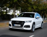 2020 Audi Q5 TFSI e Plug-In Hybrid (Color: Glacier White) Front Three-Quarter Wallpapers 150x120