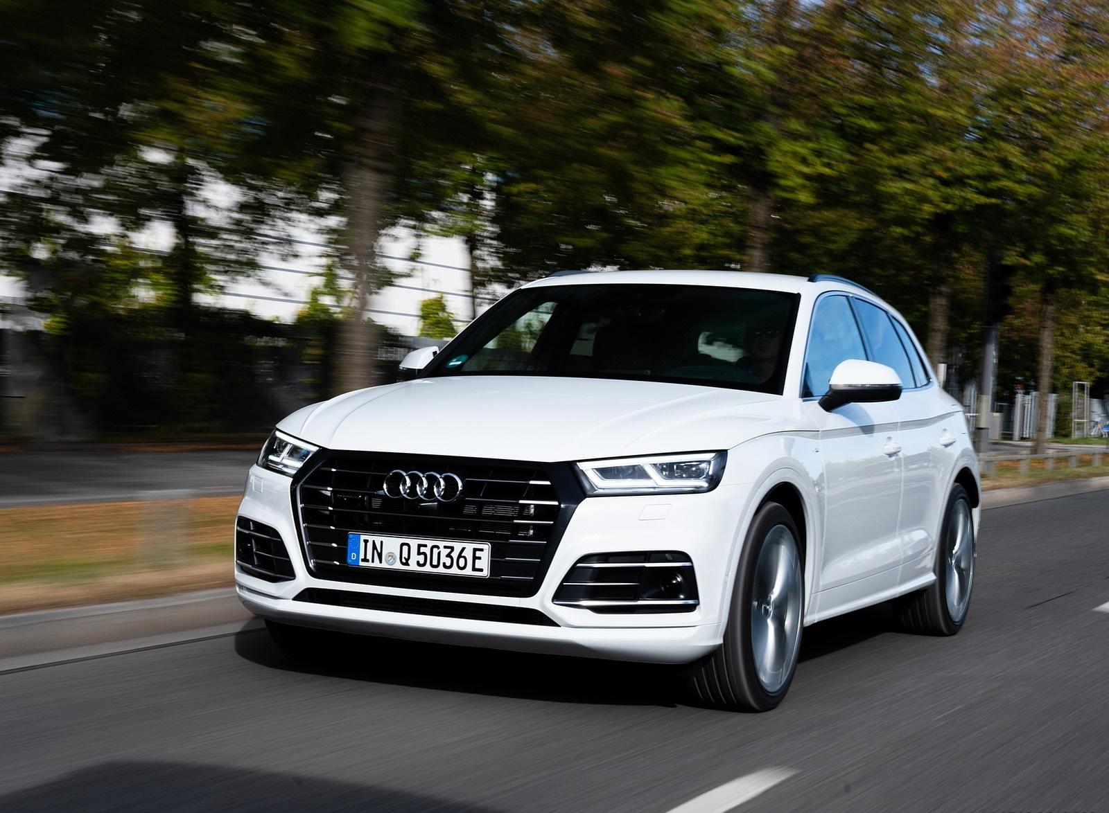 2020 Audi Q5 TFSI e Plug-In Hybrid (Color: Glacier White) Front Three-Quarter Wallpapers (6)