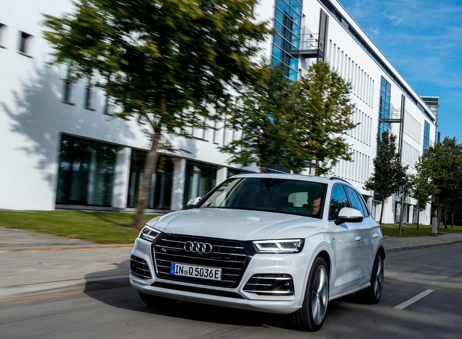 2020 Audi Q5 TFSI e Plug-In Hybrid (Color: Glacier White) Front Three-Quarter Wallpapers (7)