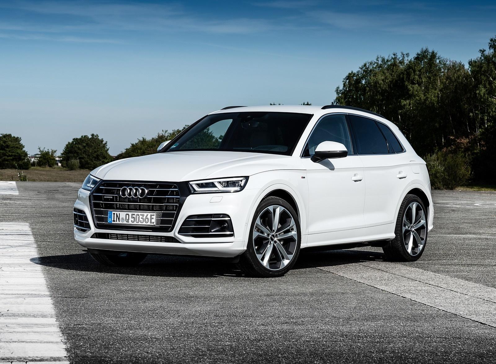 2020 Audi Q5 TFSI e Plug-In Hybrid (Color: Glacier White) Front Three-Quarter Wallpapers #26 of 154