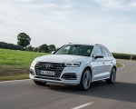 2020 Audi Q5 TFSI e Plug-In Hybrid (Color: Glacier White) Front Three-Quarter Wallpapers 150x120