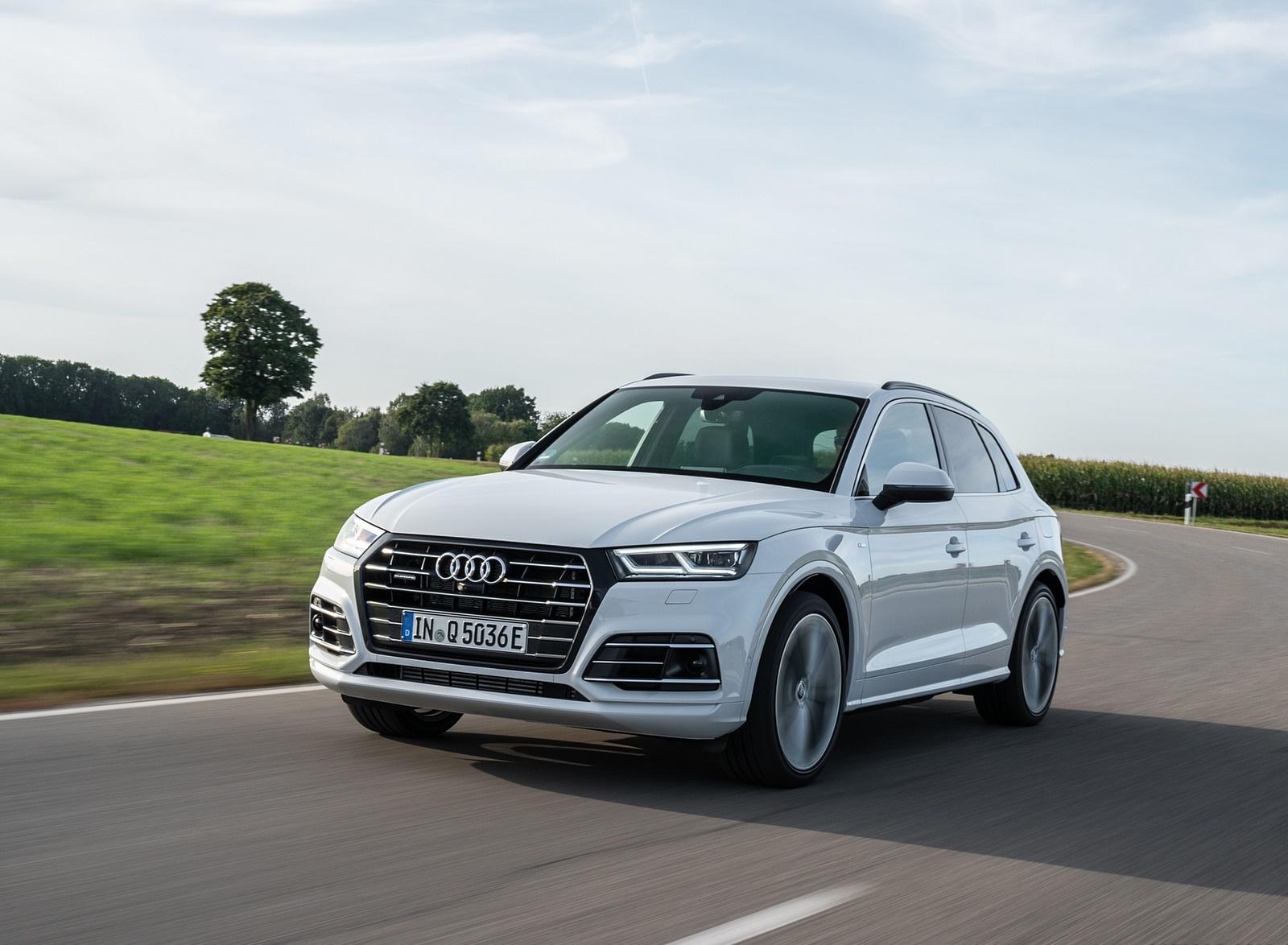 2020 Audi Q5 TFSI e Plug-In Hybrid (Color: Glacier White) Front Three-Quarter Wallpapers #12 of 154