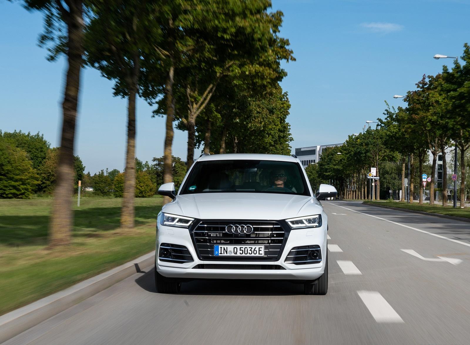 2020 Audi Q5 TFSI e Plug-In Hybrid (Color: Glacier White) Front Wallpapers (9)