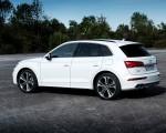 2020 Audi Q5 TFSI e Plug-In Hybrid (Color: Glacier White) Rear Three-Quarter Wallpapers 150x120