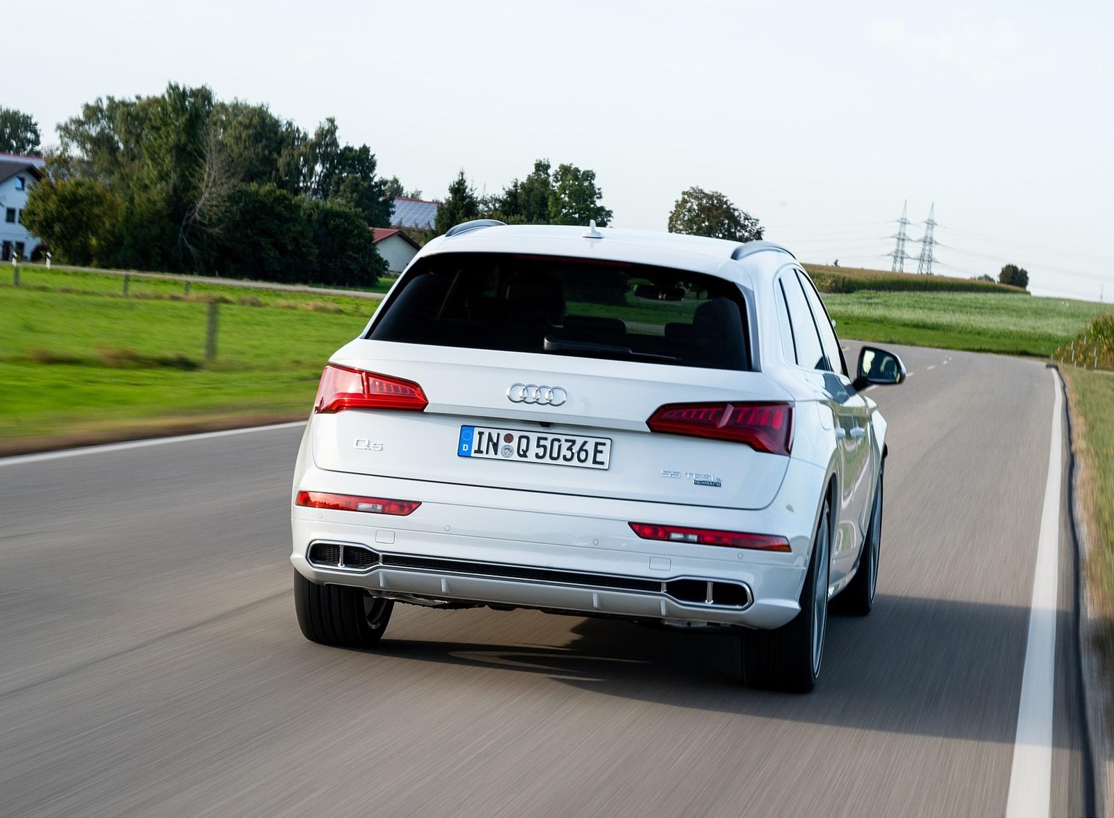 2020 Audi Q5 TFSI e Plug-In Hybrid (Color: Glacier White) Rear Wallpapers #30 of 154