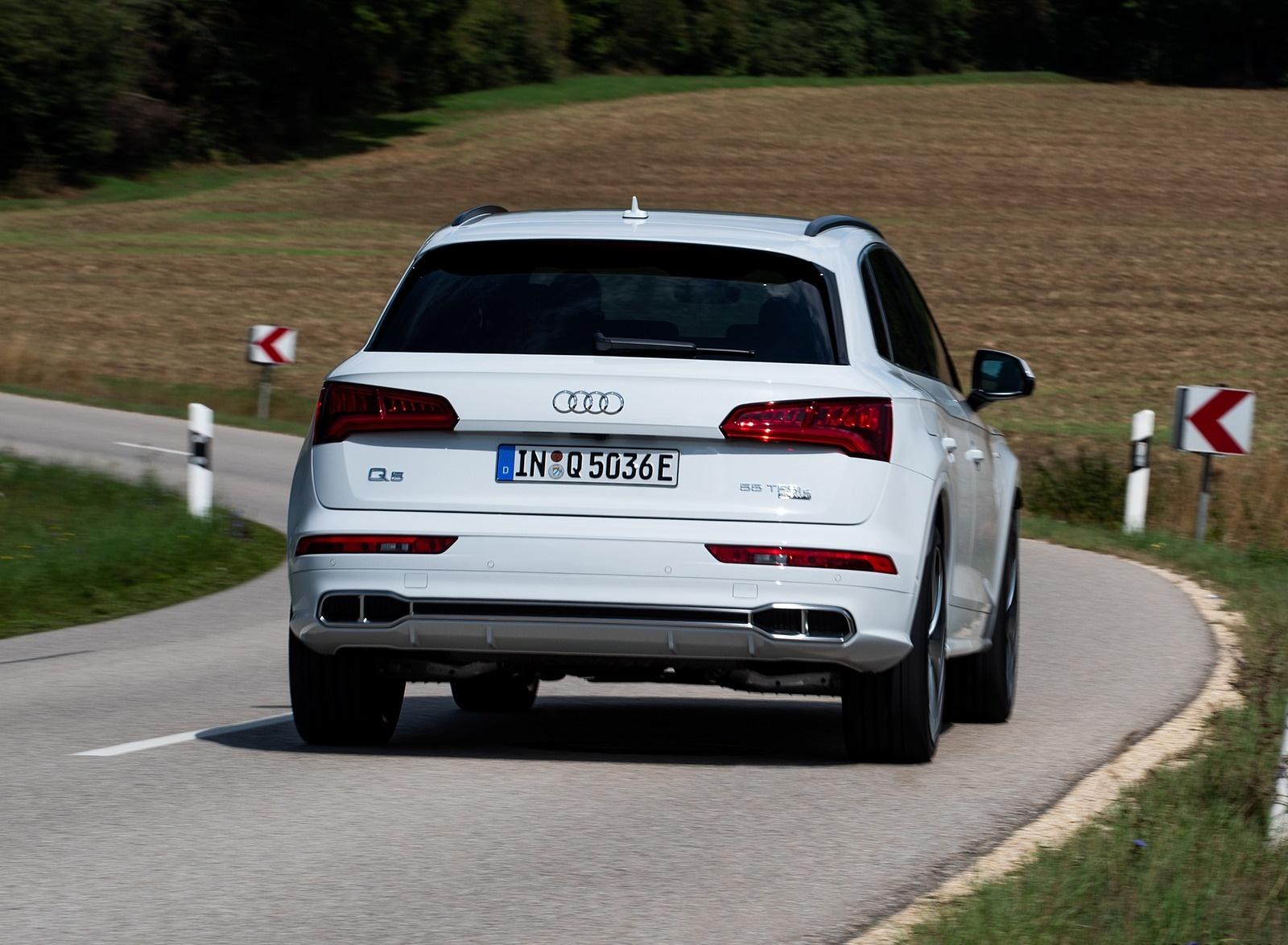 2020 Audi Q5 TFSI e Plug-In Hybrid (Color: Glacier White) Rear Wallpapers #32 of 154