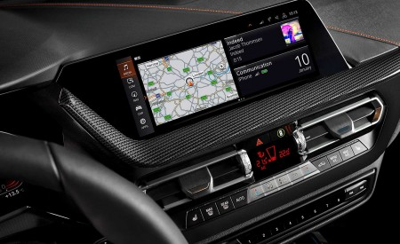 2020 BMW 1-Series 118i (Color: Mineral white Metallic) Central Console Wallpaper 450x275 (42)