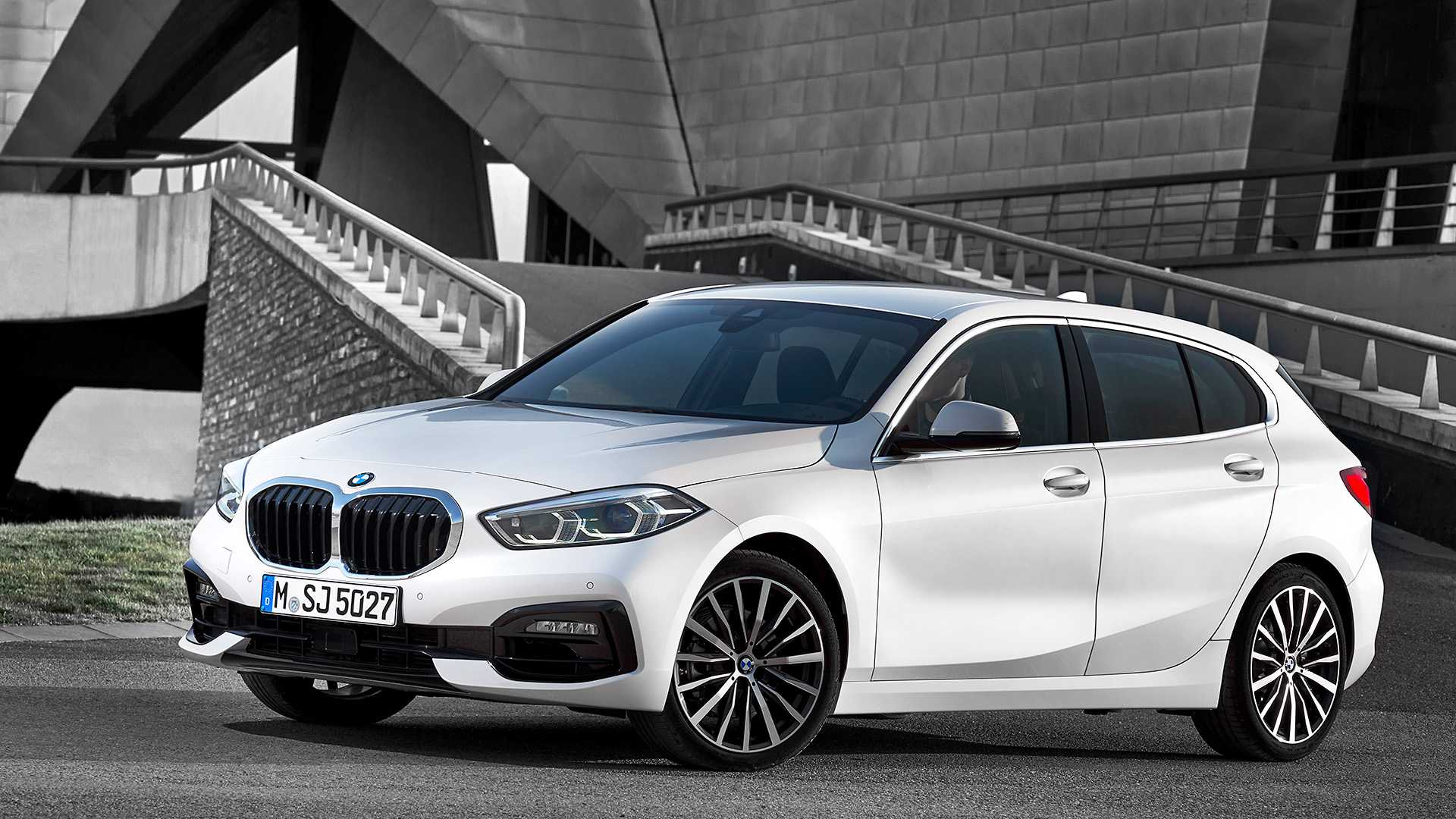 2020 BMW 1-Series 118i (Color: Mineral white Metallic) Front Three-Quarter Wallpapers (7)