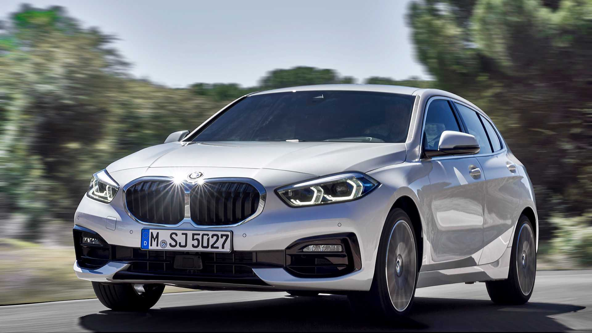 2020 BMW 1-Series 118i (Color: Mineral white Metallic) Front Three-Quarter Wallpapers (2)
