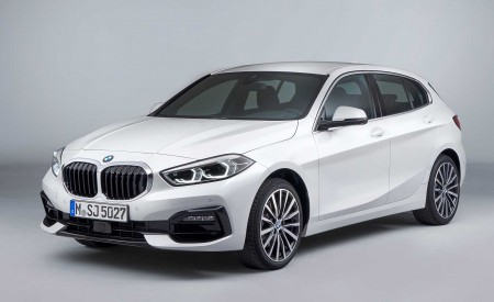 2020 BMW 1-Series 118i (Color: Mineral white Metallic) Front Three-Quarter Wallpapers 450x275 (18)