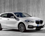 2020 BMW 1-Series 118i (Color: Mineral white Metallic) Front Three-Quarter Wallpapers 150x120 (8)