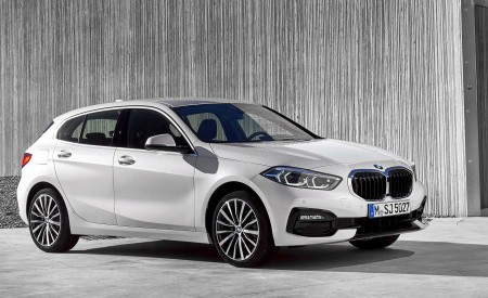 2020 BMW 1-Series 118i (Color: Mineral white Metallic) Front Three-Quarter Wallpapers 450x275 (8)