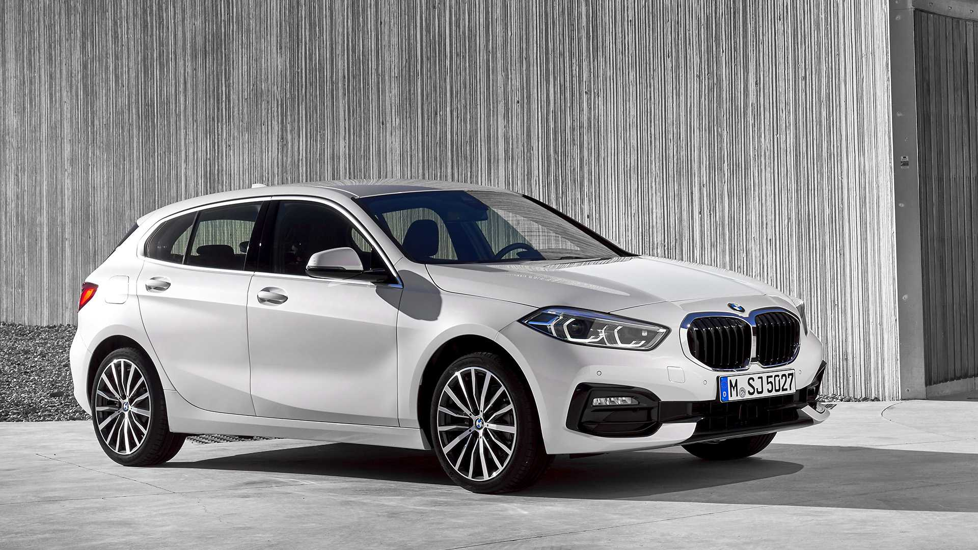 2020 BMW 1-Series 118i (Color: Mineral white Metallic) Front Three-Quarter Wallpapers (8)