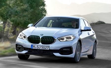 2020 BMW 1-Series 118i (Color: Mineral white Metallic) Front Three-Quarter Wallpaper 450x275 (3)
