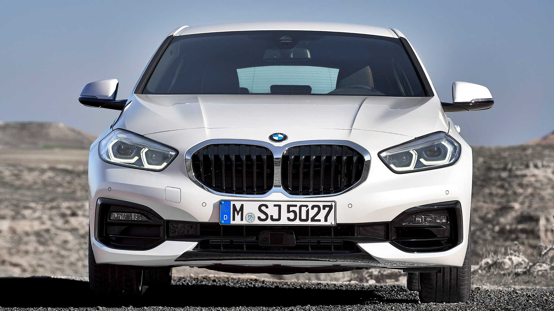 2020 BMW 1-Series 118i (Color: Mineral white Metallic) Front Wallpapers (9)