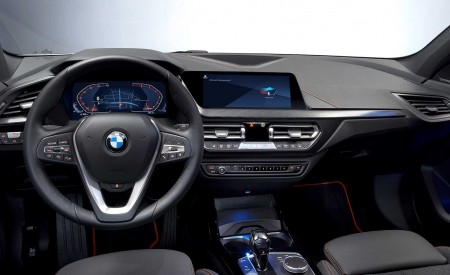 2020 BMW 1-Series 118i (Color: Mineral white Metallic) Interior Steering Wheel Wallpapers 450x275 (30)