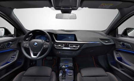 2020 BMW 1-Series 118i (Color: Mineral white Metallic) Interior Wallpapers 450x275 (41)