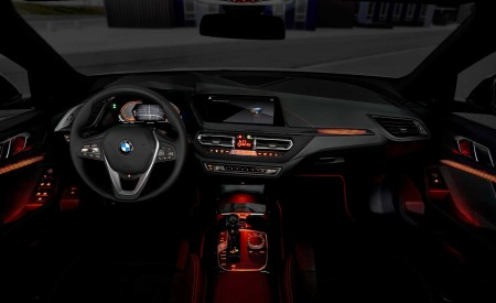 2020 BMW 1-Series 118i (Color: Mineral white Metallic) Interior Wallpaper 450x275 (39)