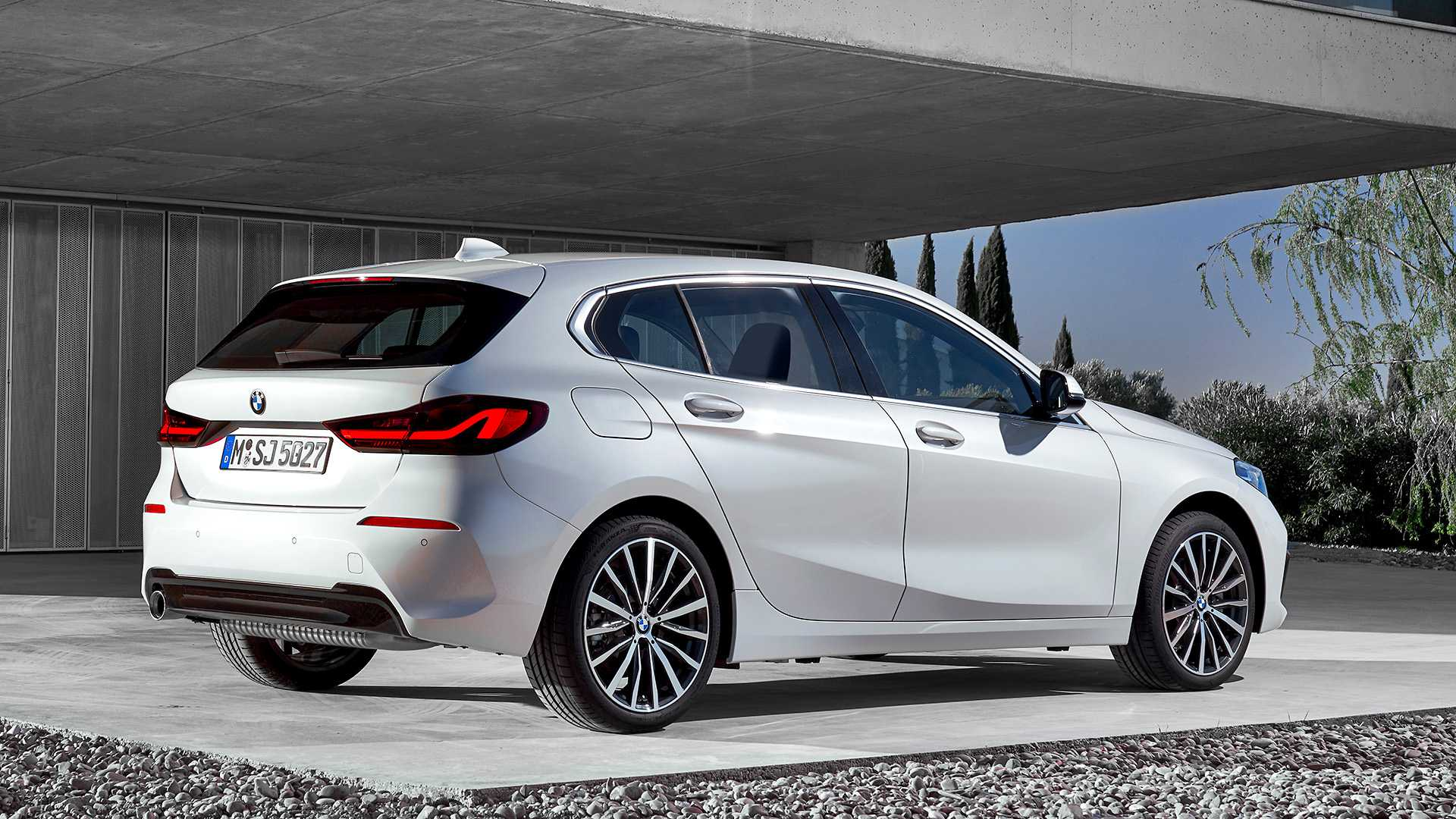 2020 BMW 1-Series 118i (Color: Mineral white Metallic) Rear Three-Quarter Wallpapers (10)