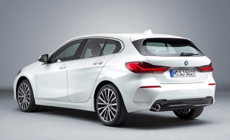 2020 BMW 1-Series 118i (Color: Mineral white Metallic) Rear Three-Quarter Wallpapers 450x275 (20)