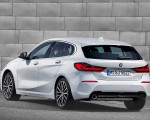 2020 BMW 1-Series 118i (Color: Mineral white Metallic) Rear Three-Quarter Wallpapers 150x120 (11)