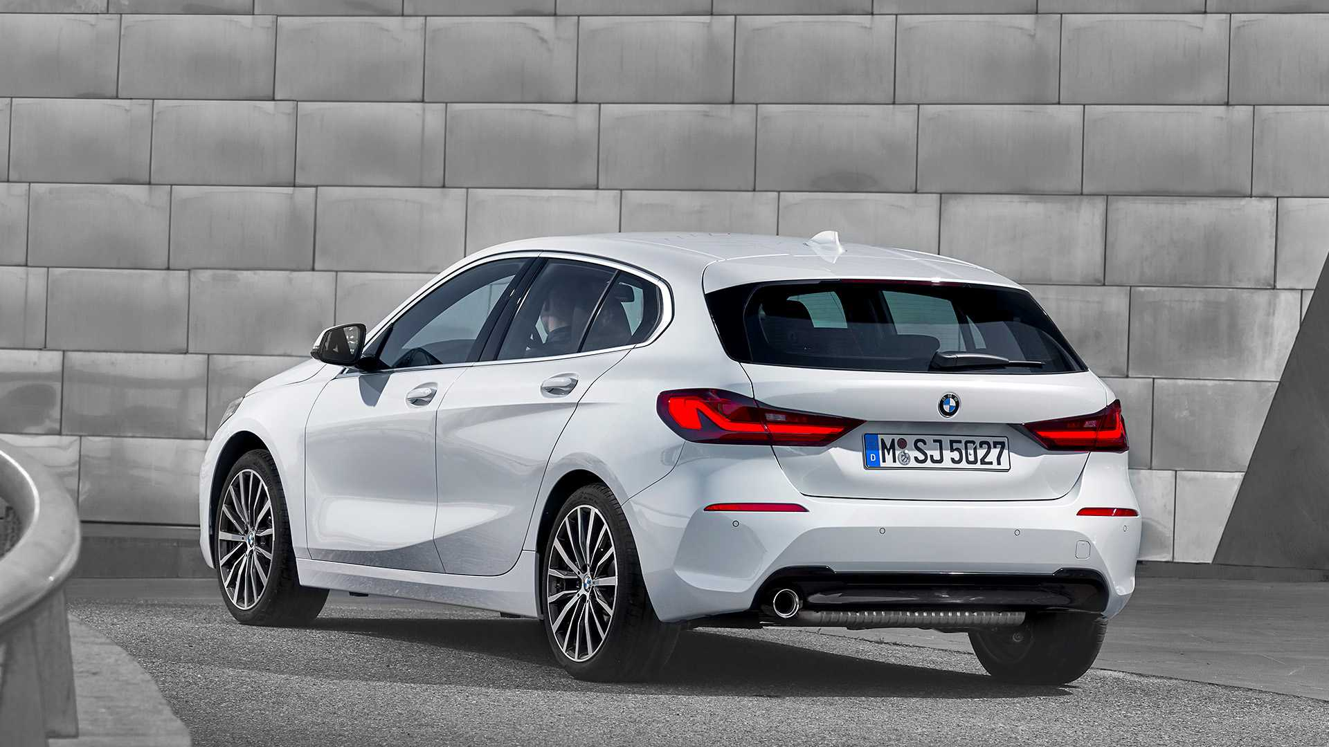 2020 BMW 1-Series 118i (Color: Mineral white Metallic) Rear Three-Quarter Wallpapers (11)
