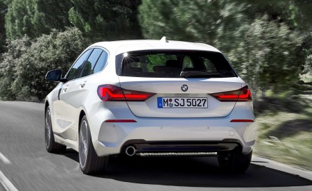 2020 BMW 1-Series 118i (Color: Mineral white Metallic) Rear Three-Quarter Wallpapers 450x275 (5)