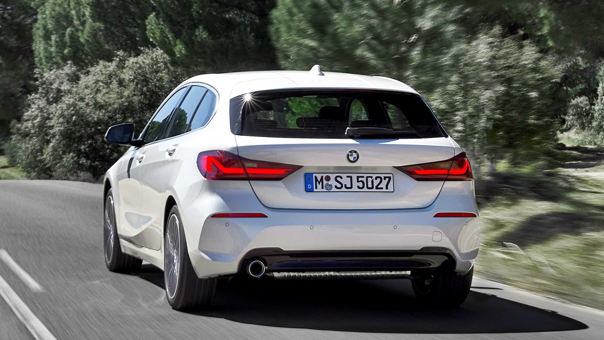 2020 BMW 1-Series 118i (Color: Mineral white Metallic) Rear Three-Quarter Wallpapers (5)