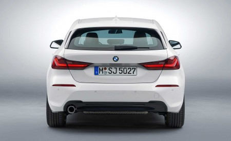 2020 BMW 1-Series 118i (Color: Mineral white Metallic) Rear Wallpapers 450x275 (21)