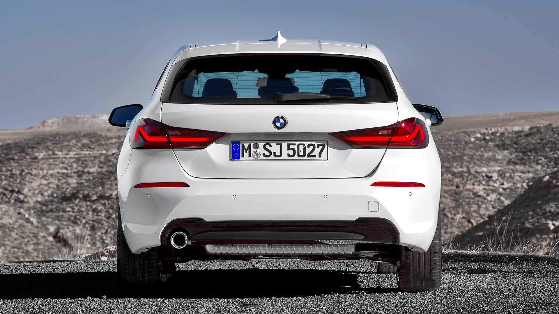 2020 BMW 1-Series 118i (Color: Mineral white Metallic) Rear Wallpapers (12)