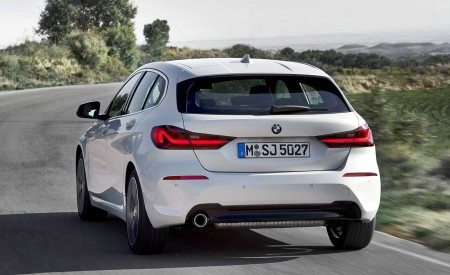2020 BMW 1-Series 118i (Color: Mineral white Metallic) Rear Wallpapers 450x275 (6)