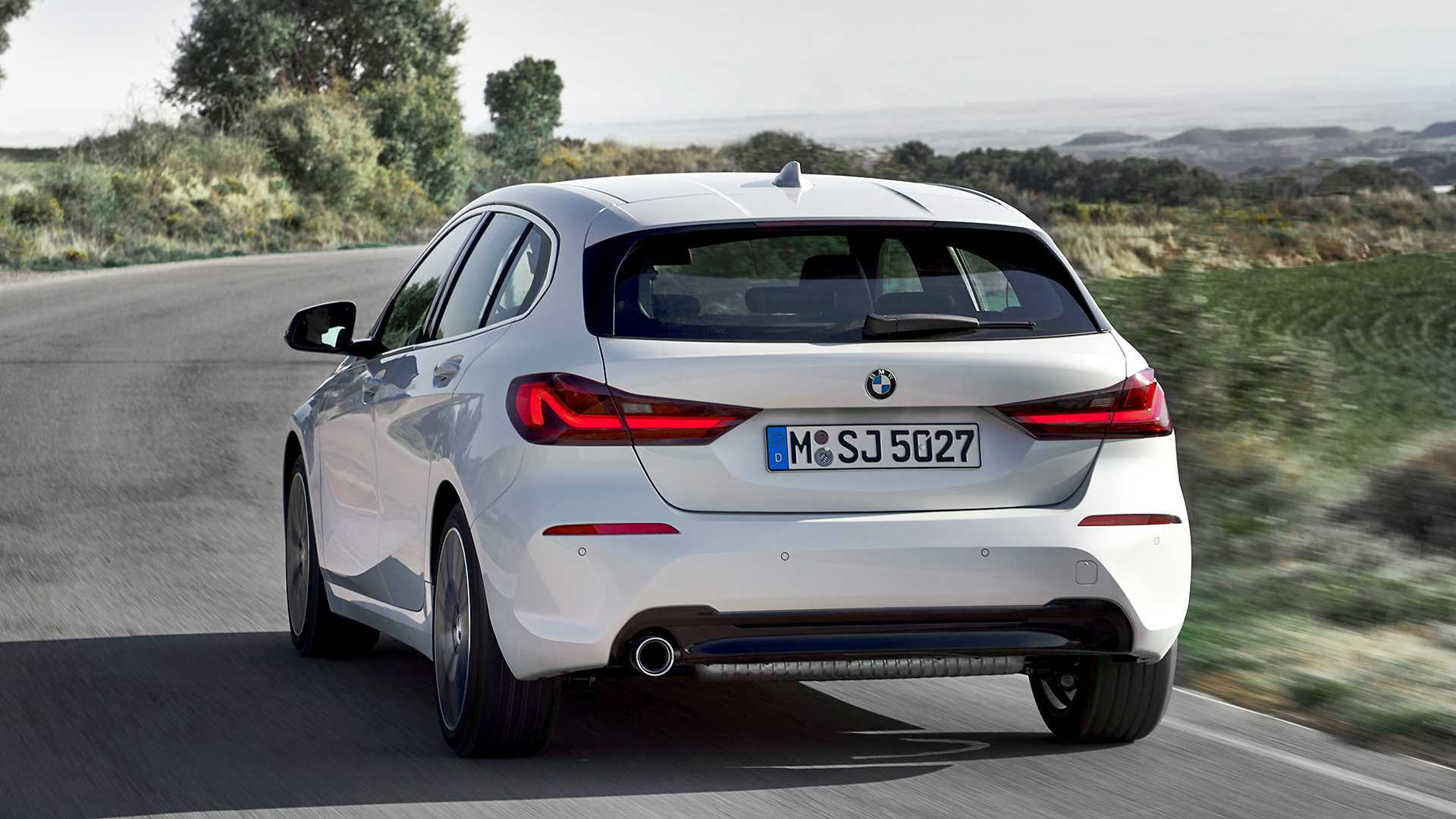 2020 BMW 1-Series 118i (Color: Mineral white Metallic) Rear Wallpapers (6)