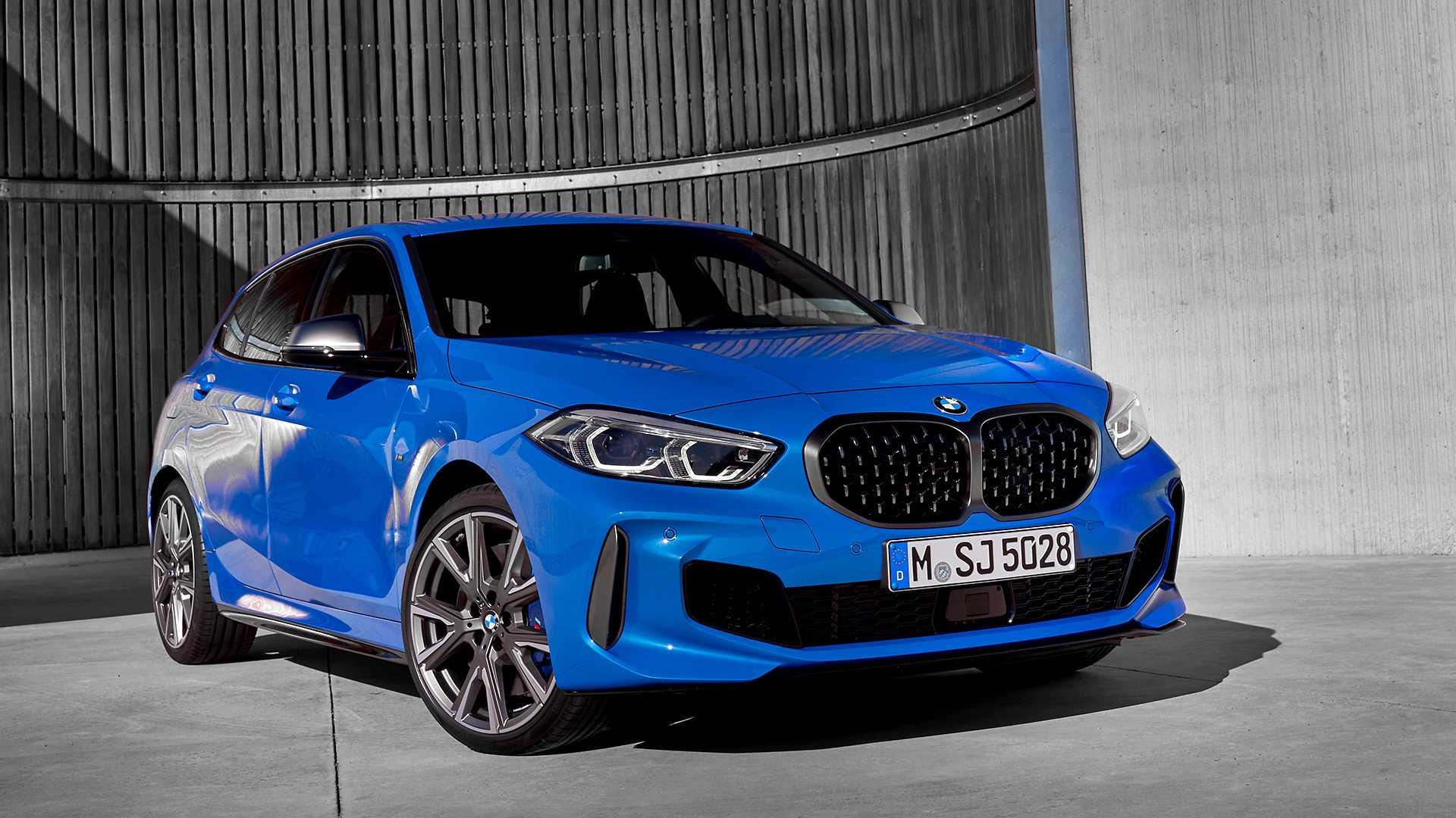 2020 BMW M135i xDrive (Color: Misano Blue Metallic) Front Three-Quarter Wallpaper (11)