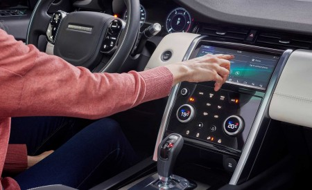 2020 Land Rover Discovery Sport Central Console Wallpaper 450x275 (51)