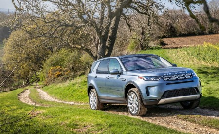 2020 Land Rover Discovery Sport Front Three-Quarter Wallpaper 450x275 (33)