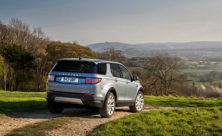 2020 Land Rover Discovery Sport Rear Three-Quarter Wallpapers 450x275 (43)