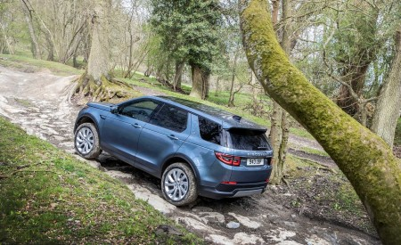 2020 Land Rover Discovery Sport Rear Three-Quarter Wallpapers 450x275 (45)